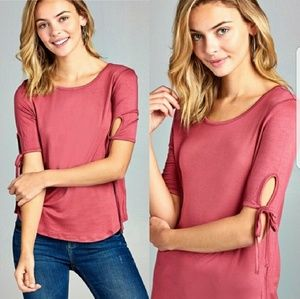 🆕️Just in!! 💕Rasberry Keyhole Sleeve Top
